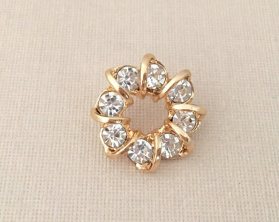 Gold & Rhinestone Wreath Lapel Pin