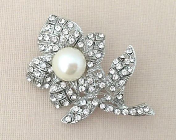 Pearl Flower Brooch.Rhinestone Pearl Brooch.Pearl Brooch.Crystal Pearl Brooch.Crystal Pearl Pin.Pearl Broach.Silver Pearl Brooch.wedding pin