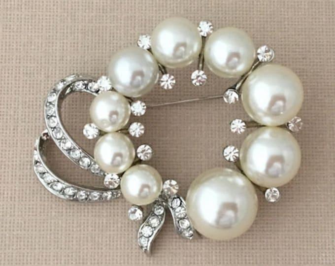 Pearl Wreath Brooch Pin