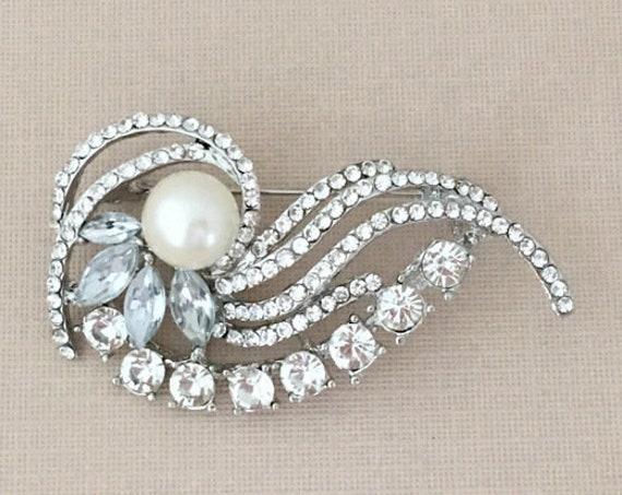 Pearl & Rhinestone Brooch Pin