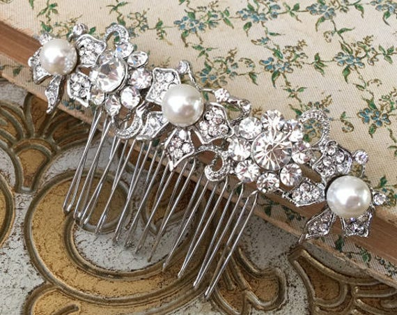 Pearl Bridal Hair Comb.Pearl Platinum Wedding Hair Comb.Pearl Bridal Hair Piece.Pearl Silver Bridal Headpiece.Butterfly Hair Comb.Bridal