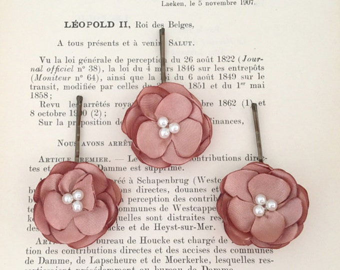 Small Rose Gold Flower Hair Pin Set. Choose your bead finish.