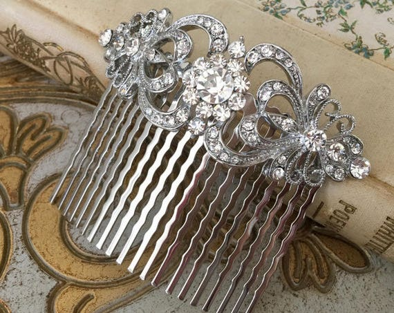 Princess Style Hair Comb.Rhinestone Heart Hair Comb.Heart Hair Piece.Bridal hair accessory.Crystal Heart Hair Piece.Rhinestone Headpiece