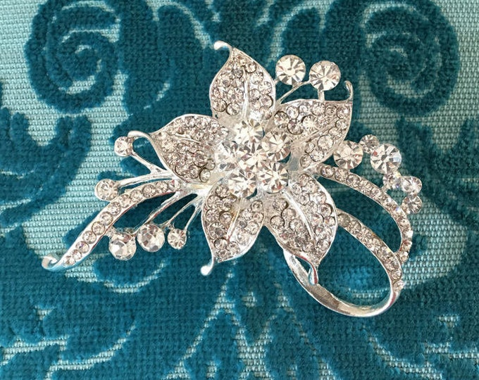 Narcissus Flower Rhinestone Brooch Pin. Silver Tone Color Finish.