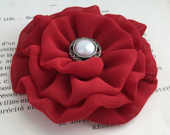 Small Red Flower Hair Clip.Small Red Flower Brooch.Mini Flower hair piece.Flower Girl Headpiece.bridesmaid.wedding accessory.Red Flower Pin