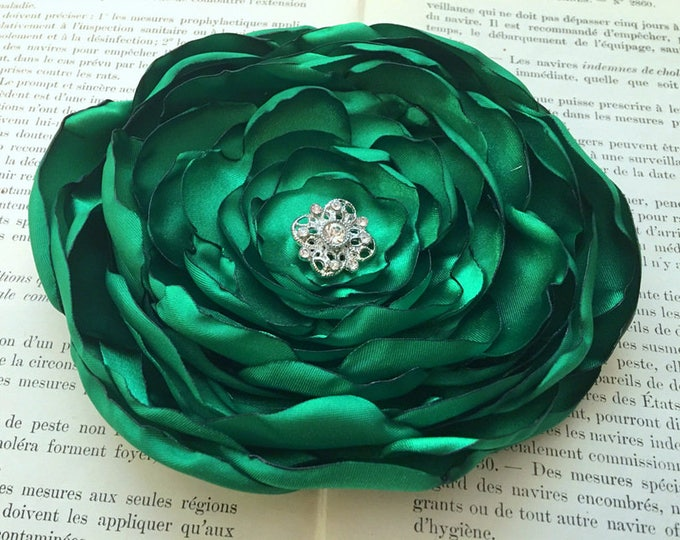 Handmade Emerald Green Flower Hair Clip or Brooch Pin. Choose your size and button/bead finish. Handmade.