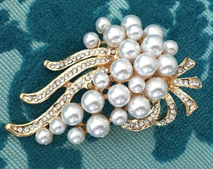 Art Deco Style Pearl Brooch Pin