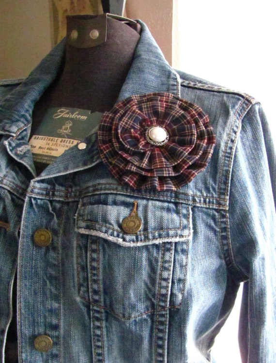 navy blue &  burgundy plaid flower hair clip and/or brooch pin. Choose your button/bead finish. Handmade.