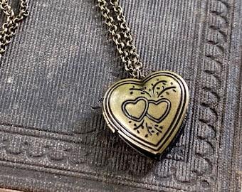 Heart Locket Vintage Style in Antique Bronze
