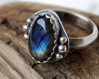 Labradorite in Sterling Silver Size 8.75 Oval Gemstone Cabochon Grey Brown with Rainbow Blue Teal Green Purple Flash Oxidized