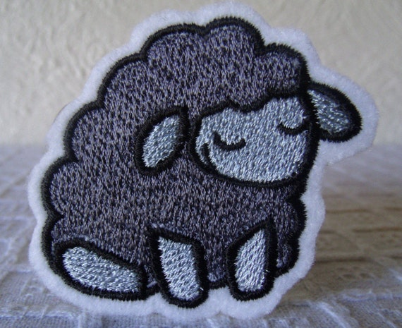 """Embroidered Animal Paw Prints Love 3.75/"""" Purple Heart Patch Iron On Sew On USA"""