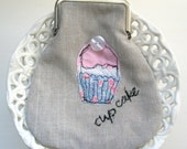 Cup cake embroidered purse