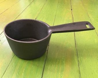 Cast Iron Melting Pot, Unmarked, Vintage