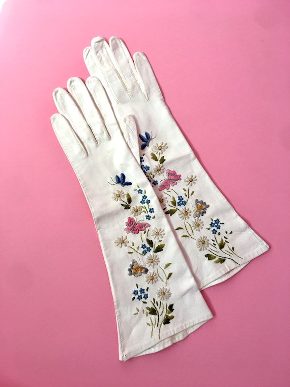 Vintage White Leather Embroidered Gloves