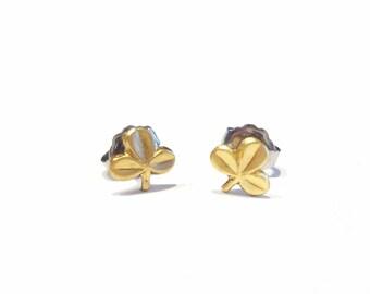 312fe6c6b tiny clover studs earrings
