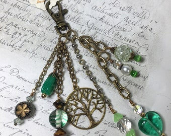 Zipper pull purse jewelry dangle Tree of Life green gold vintage beads