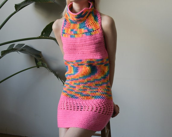 2659d / hand knit hot pink space dyed crochet knit