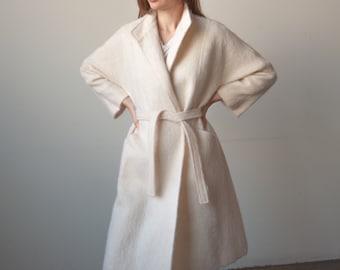 3079o / i magnin cream white belted mohair coat / s