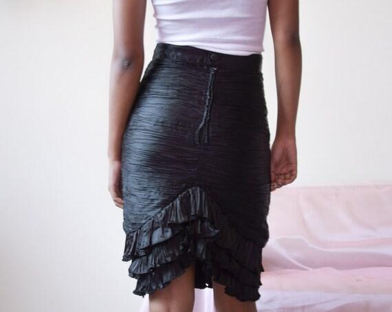 5534t / black plisse ruched satin skirt / ruffle h
