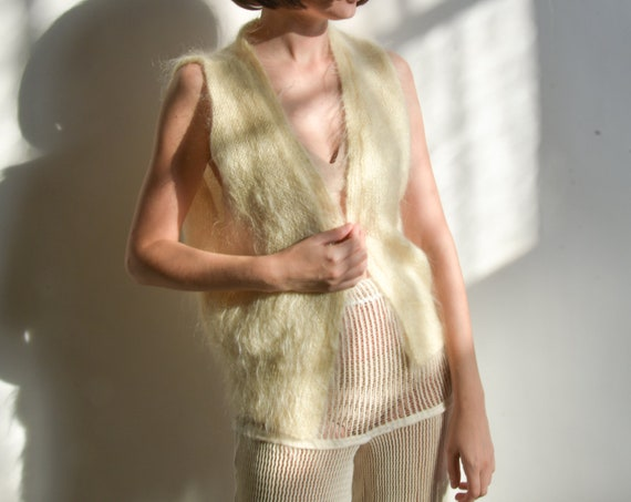 5810t / white fuzzy mohair sweater vest / s