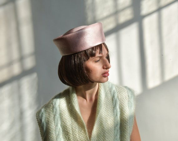 2661a / 1960s pastel pink woven pillbox hat