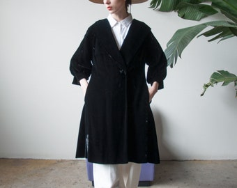 50s black velvet opera coat / short balloon sleeve coat / avant garde coat / s / 831o