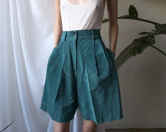 4640t / suede leather turquoise green shorts / vin