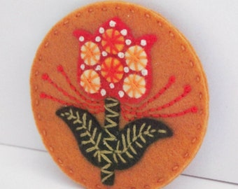 Scandi flower felt brooch, hand embroidered pin, sustainable jewellery, eco friendly fashion, unique jewellery, birthday gift, folk pin