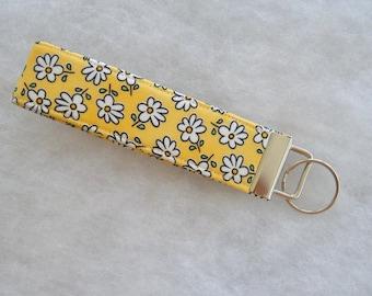 Key Fob wristlet - Yellow daisies - last one -