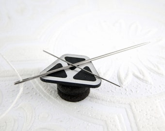 Triangles Needle Minder in Silver