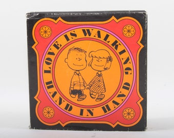 Love Is Walking Hand In Hand, Charles M. Schulz, Illustrated, 1980s, 80s, Hardcover, Slipcover, Collection, Vintage, Nostalgie ~ 170120