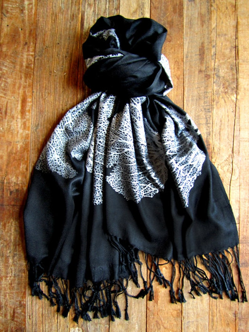 Seafan Heart Scarf Black and Silver image 0