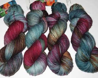 SALE 20 Percent Off -- Hand Dyed Superwash Merino Worsted -- Ducky Soup