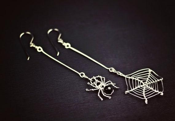 MISMATCH HANGING SPIDER Black Bead Gothic Long Drop Earrings Halloween WEB