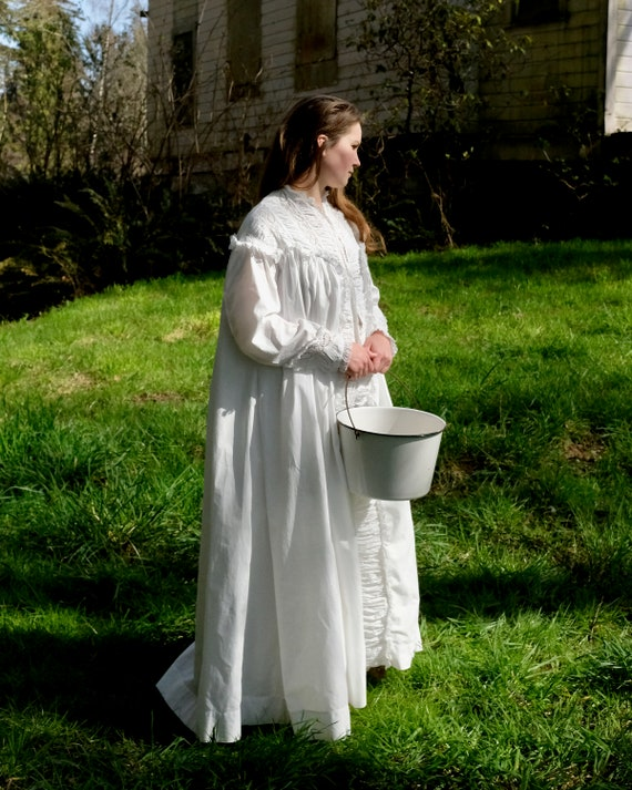 Antique 1880s Victorian Dressing Gown Nightdress … - image 2