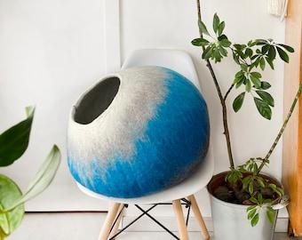 Cat Bed / Cat Cocoon / Cat Cave House / Felt Pet Furniture, Hand Felted Wool -  Cream Turquoise Bubble - Crisp Modern Minimal Design