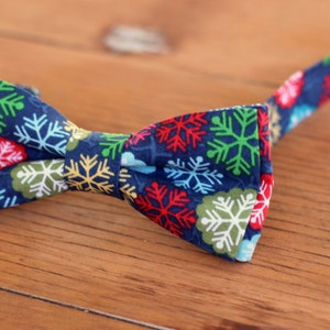 Men/'s Hollyberry Christmas Print Holiday Bowtie