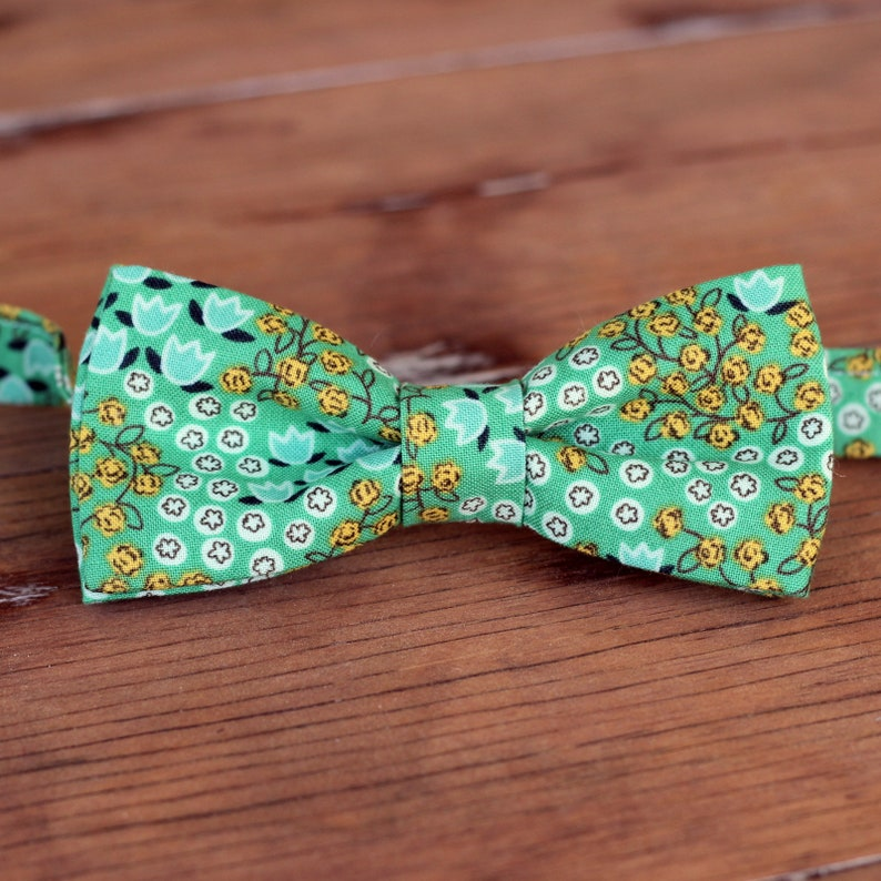 Men's casual green bow tie with tiny white and yellow image 0