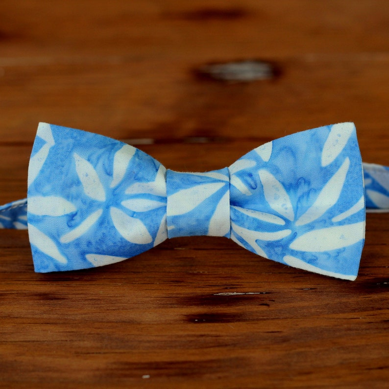 Boys Blue White Batik Bow tie boy's cotton bow tie blue image 0