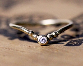 V ring diamond wedding band, yellow gold, moissanite ring yellow gold, delicate gold ring, dainty wedding band, gold chevron ring, tiara