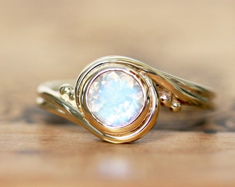 Rainbow moonstone engagement ring yellow gold, Moonstone Solitaire Ring, Round Moonstone, Faceted Moonstone Ring, June Birthstone, pirouette