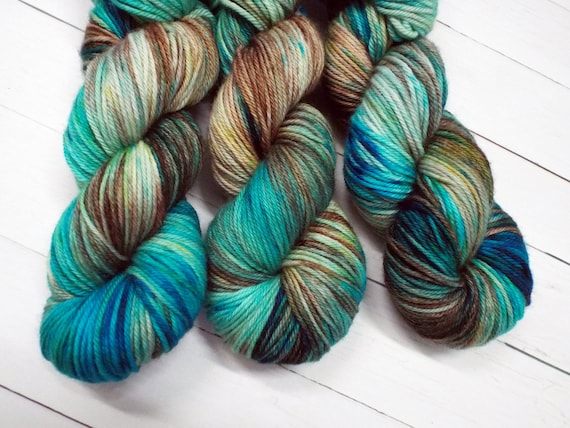 Hand Dyed Yarn 100% Superwash Merino Yarn Worsted Weight Yarn - 220 Yards - Tonal Variegated Yarn Blue Yarn Brown Yarn - Moroccan Robin
