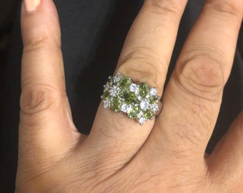 Vintage Peridot Crystal silver Cocktail ring  - size 9