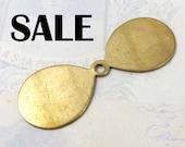 Brass Propeller Fan Blade Flower Petal Engraving Pendants (8X) (V140) S A L E - 75 off