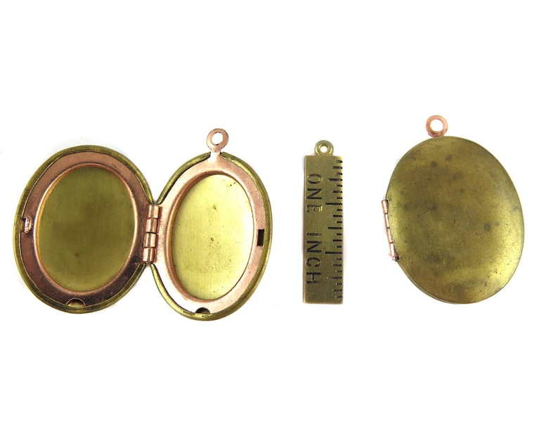 M894-A Brass Oval Engraving Lockets 2x