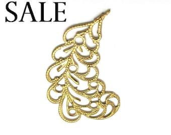 Brass Filigree Leaf Pendant - RIGHT facing only -  (4X) (V209-B) SALE - 25% off