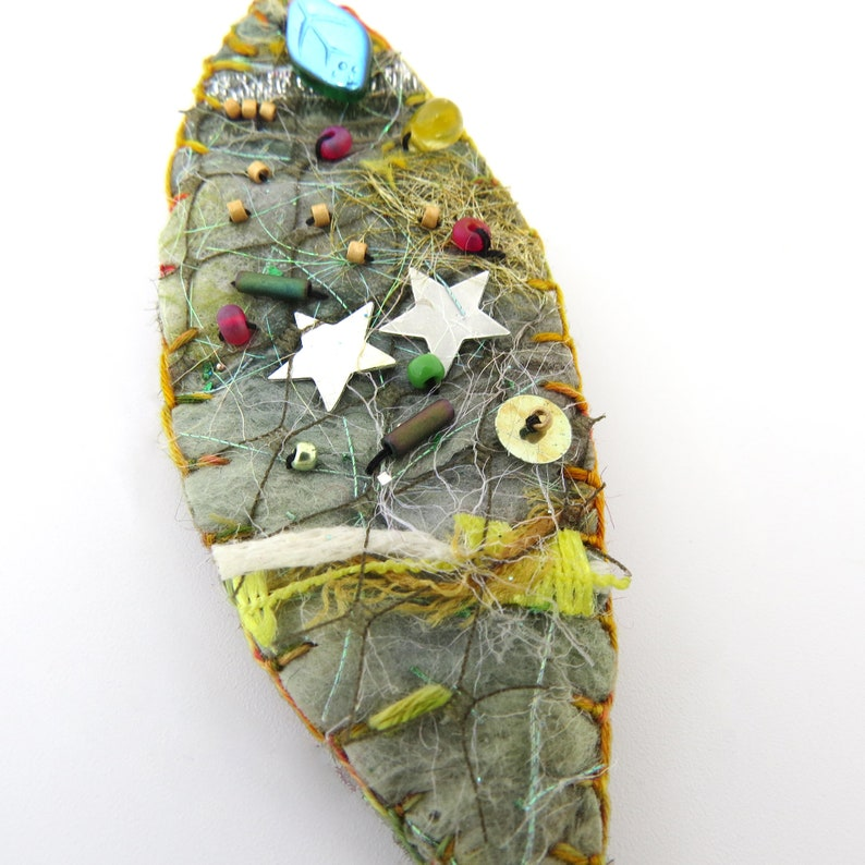 Handmade Felt and Embroidered Pin/Brooch  TWO STARS Leaf image 0