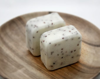 Exfoliating Satsuma and blackberry seed solid sugar polish