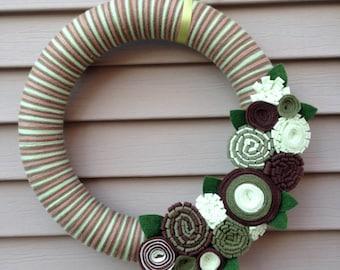 St. Patricks Day Wreath - St. Patricks Day - St. Patty's Day Wreath - Spring Wreath - Yarn Wreath - Green Wreath - Felt Flower Wreath - Yarn