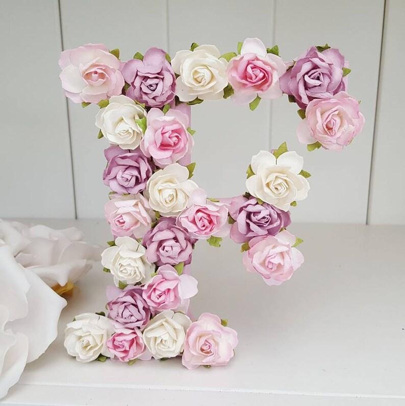 Lettre prénom en forme de fleur - Créatrice ETSY : twinklesdesigns